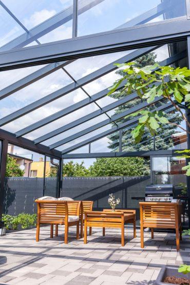 Zimná záhrada s ostrejším sklonom strechy