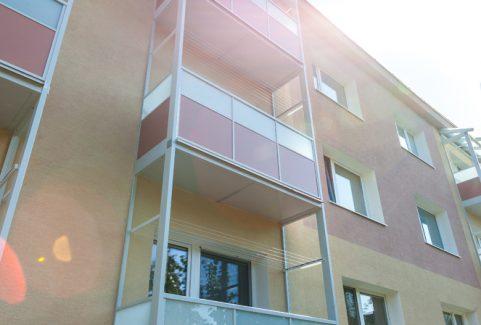 Zasklenie balkónov na bytovom dome v Humennom