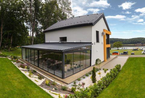 Hliníková zimná záhrada s plechovou strechou