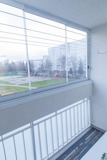 Hliníkove zábradlia a zasklenia bytového domu v Humennom